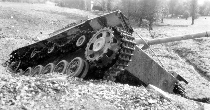 https://flic.kr/p/dGNC9K | Sturmgeschütz 7,5 cm Stu.K. 40 mit Topfblende Ausf. G (Sd.Kfz. 142/1) | Conseil Régional de Basse-Normandie / National Archives USA  Photo et identification courtesy www.flickr.com/photos/photosnormandie/