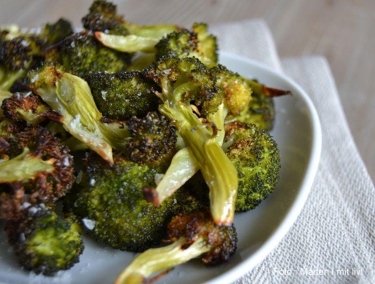 Jeg er vild med ovnbagte grønsager. Ikke alene er det sundt, men det er ogsåsuper nemt bare at smidede klargjorte grønsagerpå en bageplade og lade dem passe sig selv og imenskan restenaf aftensmaden så meget passende færdiggøres. Noget af det bedste ved bagte grønsager er, at de i allerhøjeste grad ændrer både smag og struktur …