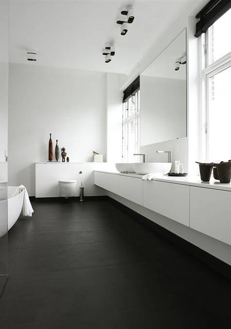 Laat de ruimte van je #badkamer optisch langer lijken door het badkamermeubel