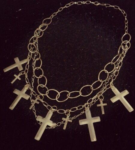 Collar con cruces, multicadenas doradas.