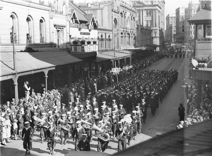 A Navy Band marching  along King Street on Anzac Day in 1931. From the Mitchell Library, State Library of New South Wales : http://www.acmssearch.sl.nsw.gov.au/search/itemDetailPaged.cgi?itemID=44065