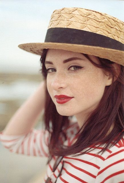 Sooo pretty! I love love love freckles. They are like a glass of creamy milk with cinnamon sprinkled on.
