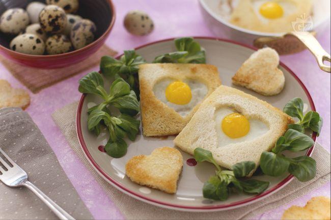 Le uova di quaglia in cuore di pane sono un'idea sfiziosa e particolare da servire a colazione in occasione di San Valentino!