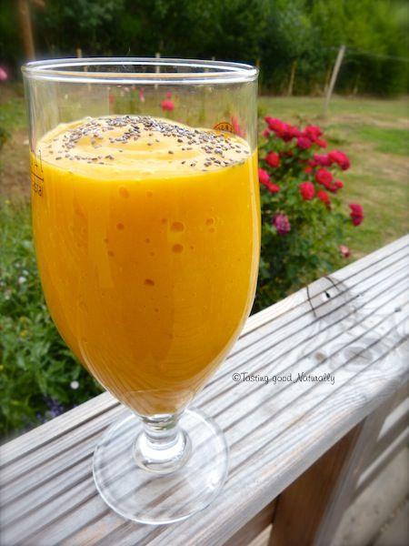 vous aurez besoin (pour un grand verre) :  1 mangue 1 banane 2 abricots graines de chia (facultatif)