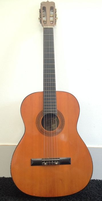 Currently at the Catawiki auctions: Spaanse gitaar van het merk Hondo - eind jaren '60