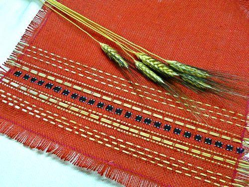 Faux Navajo Table Runners Made By Weaving Yarn And Ribbon Through Strips Of  Burlap. Perfect!   Backyard Fiesta   Pinterest   Navajo, Burlap And Yarns