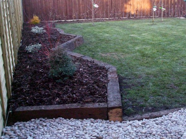 1000 images about railway sleeper on pinterest gardens for Raised border edging