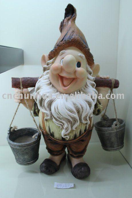 gnome (honey bucket man?...lol)                                                                                                                                                     Mais