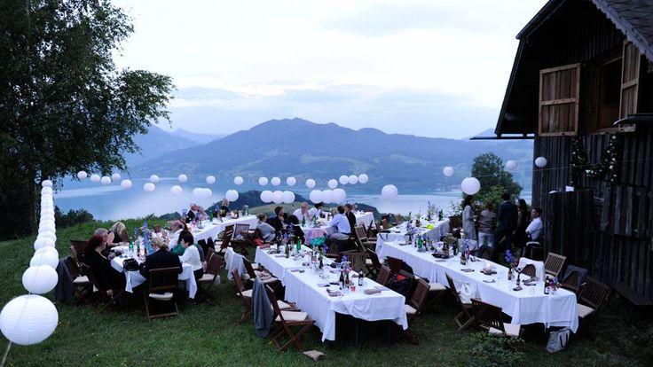 Auf der Liste der Orte mit dem schönsten Ausblick der Welt dürfte die Wiese vor dieser Pension in Österreich ziemlich weit oben liegen.