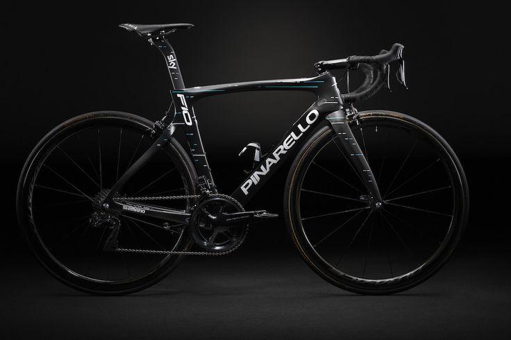 Vélos 2017 — Le Pinarello Dogma F10 du Team Sky Les coureurs du Team Sky rouleront cette saison sur le nouveau Pinarello Dogma F10 qui se veut plus léger et plus rigide que son prédécesseur le F8. ICI Les coureurs du Team Sky rouleront cette saison sur...