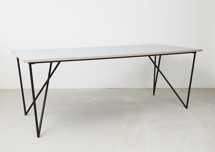 C043 - Spisebord med laminatbordplade og stilfuldt bordstel - design by Sol