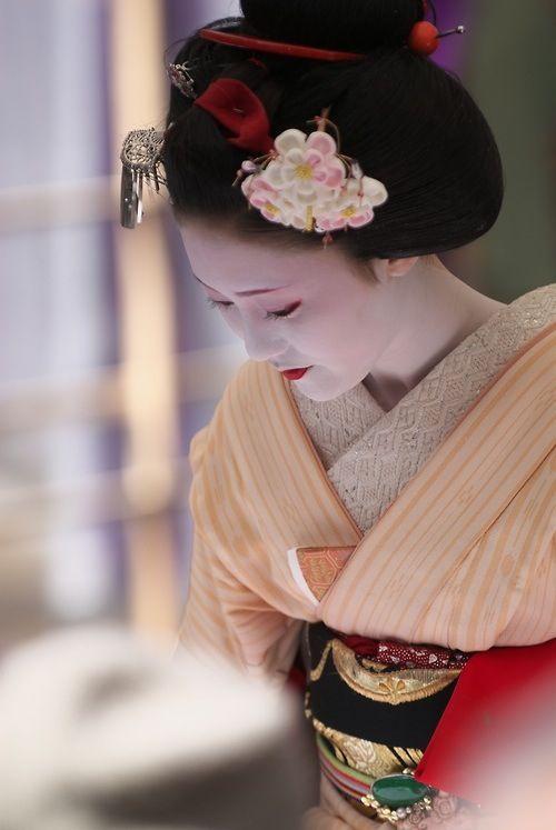 Naosome san as maiko with a plum blossom for senior maiko kanzashi
