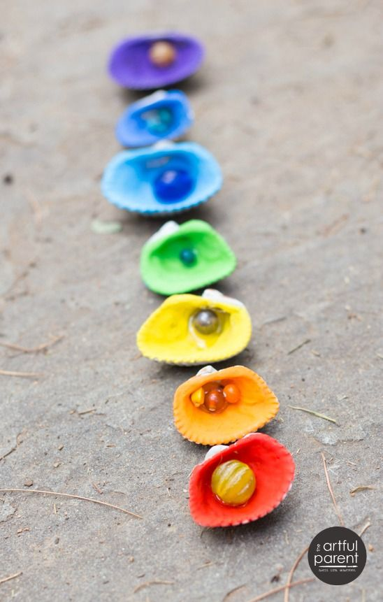 Melted Crayon Sea Shells with Beads by artfulparent #DIY #Crayon_Shells