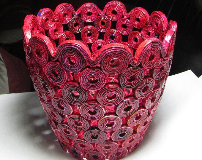 un cesto unico - piatto da rotoli di carta sigillata con lacca  -stabile  -bagnato strofinabile  Dimensioni ca: -superiore: 23 cm / 9,05  -inferiore a 10 cm/3,93  -Altezza cm 9/3,54