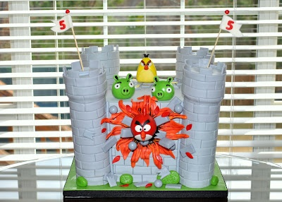 Angry birds cake... isn't this awesome?