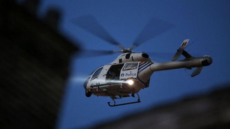 Un hélicoptère de la police belge patrouille au-dessus de Bruxelles, le 22 mars.