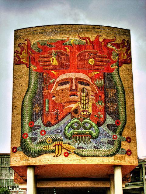 Mural monumental elaborado con mosaicos de cerámica vidriada, por Francisco Eppens, representando la concepción cosmológica y teogónica humana de nuestros ancestros indígenas, simbolizada en la vida y la muerte, los cuatro elementos (agua, aire, fuego y tierra), así como el mestizaje.  Fuente: http://www.facmed.unam.mx/fm/mural/cuerpomural.html.