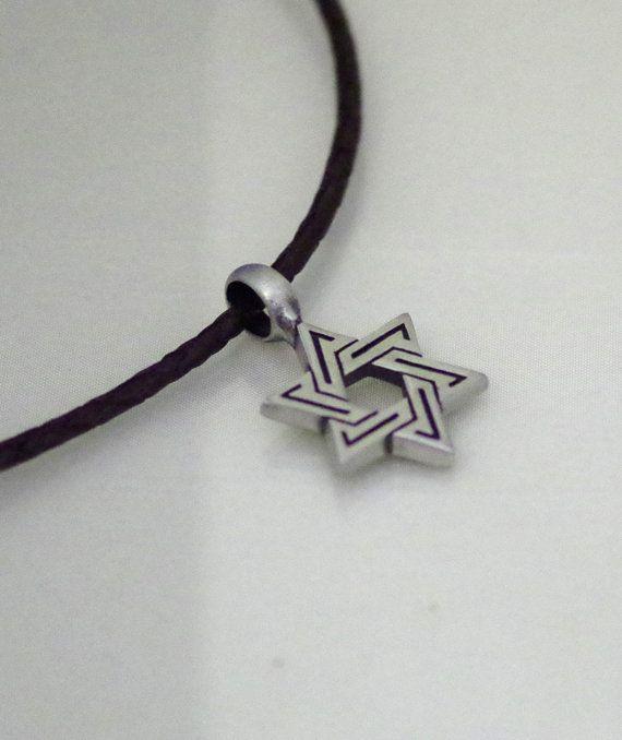Del estaño estrella de David en el collar de por kippyskreations
