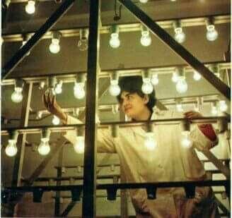 Çaste nga pune ne fabriken e llampave  Vlore , viti 1970.