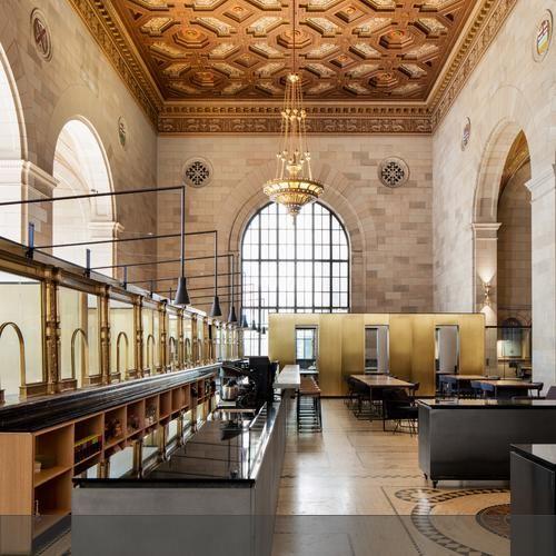 In Montreal hat Architekt Henri Cleinge eine alte Bank zum Startup-Büro gemacht.