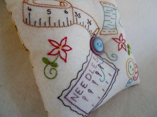embroidered pin cushion...luv it!: Notions Pincushion, Pin Cushions Lov, Sewing Sweet Pincushion, Embroidered Pincushion Luv, Pin Cushions Luv, Willowberri Design, Pin Cushions Sweet, Pin Cushions Adorable, Pincushion Nadelkissen