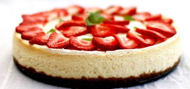 Çikolata ve Çileğin muhteşem uyumuna inanlar için mükemmel bir cheesecake tarifi <3  #çilek #çikolata #cheesecake  http://www.yemekhaberleri.com/cikolatali-ve-cilekli-cheesecake/