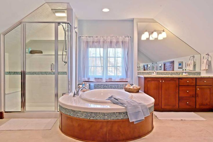 Attic master bath layout idea. Finally, a tub and shower layout that fits me perfectly without wasting space.