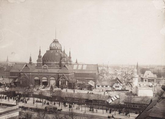 Udsigt mod Udstillingsbygningen og en del af området 1888 set fra taget på Axelhus