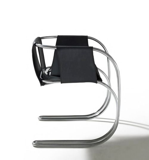 Angelo Mangiarotti, P71 chair, 1971. According to Mangiarotti, this curved metallic armchair was a tribute to Mies van der Rohe, whom he knew and spent time with in the 1950s during his stay in the States.