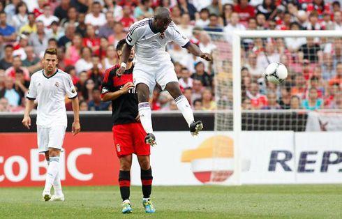 Lass Diarra jumping high  http://www.ronaldo7.net