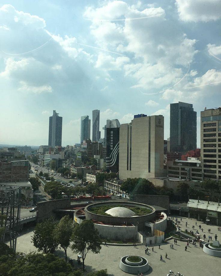 La vista de hoy #atalayadesignfair #ciudaddemexico #romanorte #skyporn #chambingmood