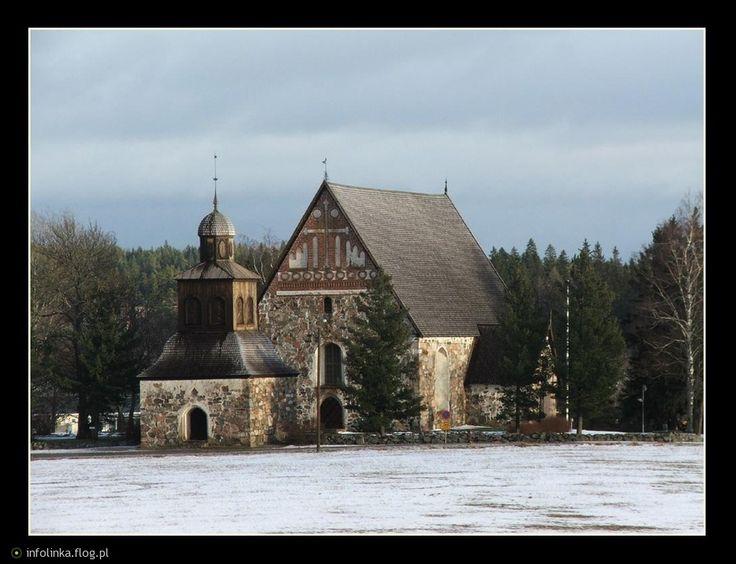 Sibbo gamla kyrka S:t Sigfrid är den av våra finländska medeltida kyrkor som bäst har bevarats i sin ursprungliga medeltida form. Kyrkan byggdes i mitten av 1400-talet, av tyska eller möjligen holländska kyrkbyggare på en plats där sannolikt en träkyrka från början av 1300-talet hade stått tidigare. Kyrkan är byggd på ett sätt som var typiskt för våra medeltida fastlandskyrkor. Det rektangulära och tornlösa långhuset begränsas i öster och väster av höga gavlar och täcks av ett brant…