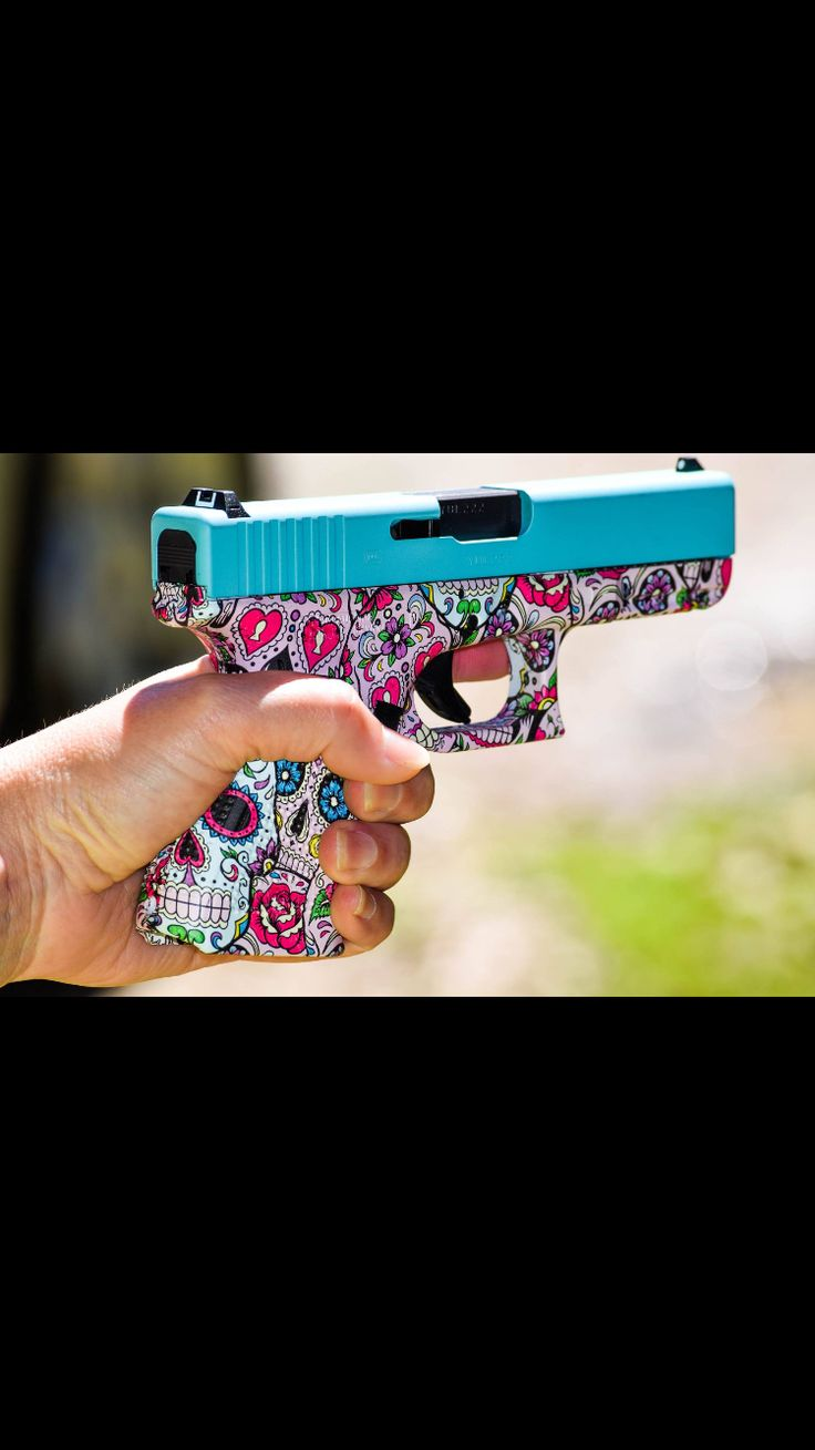Glock 19 generation 4 : hydro dipped in Tiffany blue and skull candy pattern