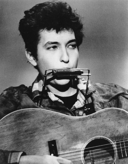 Bob Dylan in 1963 In Cuba I remember a street singer who besides a guitar and a philharmonic uses his feet to play a drum and cymbals and over his head had a basket to get the money from the people