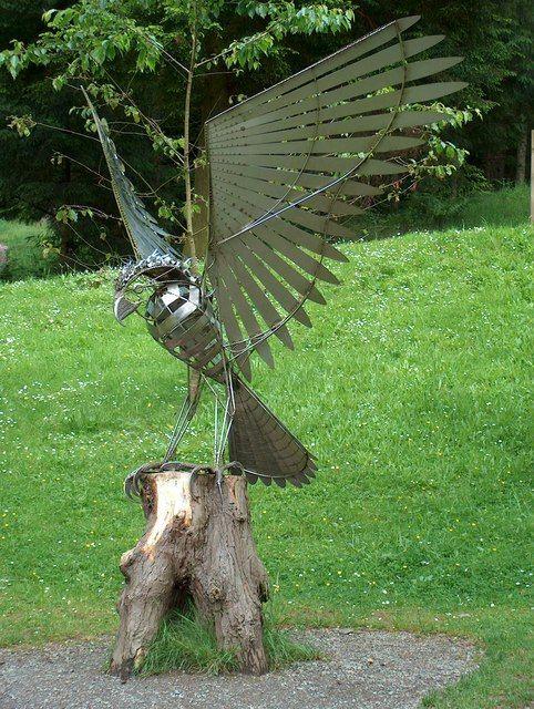 Bird_of_Prey_-_modern_sculpture._-_geograph.org.uk_-_558319.jpg 482×640 pixels