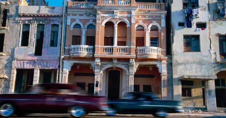 Como decorar uma casa em estilo cubano. Antes da revolução, Cuba esteve no auge da vida de resorts tropicais de luxo. Se você já visitou o país ou ao menos viu fotografias, provavelmente foi atraído pela natureza quente, casual e tropical de suas paisagens. Com o dom para usar elementos naturais e um toque de elegância vintage da metade do século, o design de casas cubanas pode ser uma ...