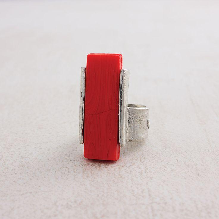 Printemps-Été 2016 Bague Irazu en rouge (étain, résine) ajustable === 2016 Spring-Summer Collection Irazu ring (pewter, resin) Adjustable