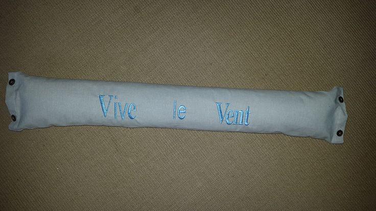 Boudin de porte en coton beige et broderie bleue  de Les créationsd'Aude sur DaWanda.com