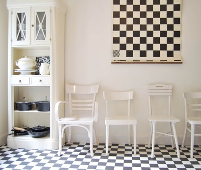 Black & White's cool, art deco kitchen