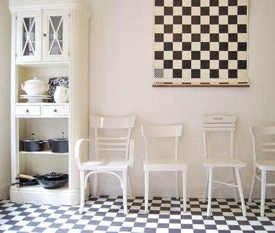 Black & White's cool, art deco kitchen