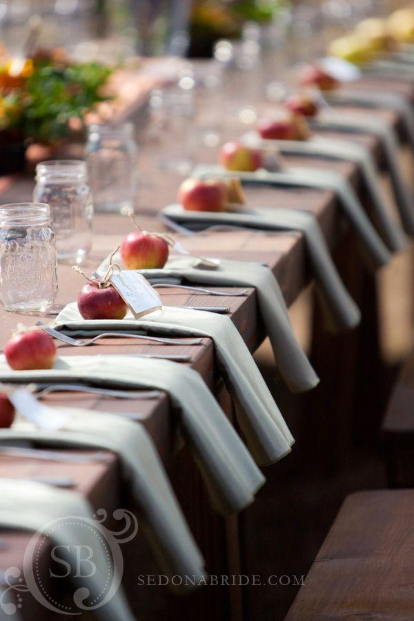 果物で作る、みずみずしい可愛さ♡プチギフトにもなる『フルーツ席札』が海外風でとってもおしゃれ♩