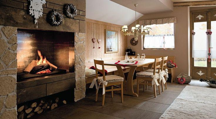 Soggiorni stile country callesella, colore legno fieno con caminetto ...