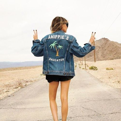 Our beauty @ahippiesdaughter rocking her custom denim jacket ✌️www.jnbyjn.com #JNbabe #jnbyjnllovet #custommade #custumjacket #denimjacket #sun #girl #blogger #la #cali