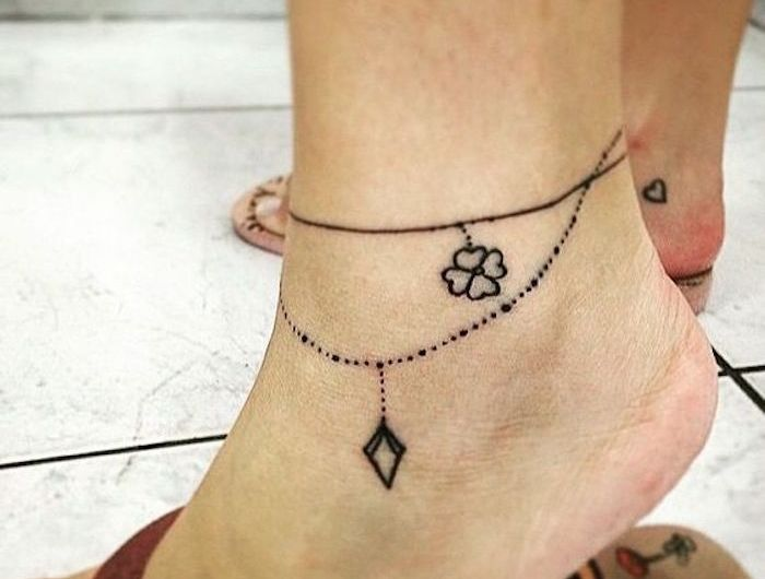 tatouage chaine de cheville tattoo petit bracelet collier en pointillés