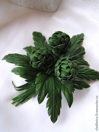 Шишки хмеля и листочки насыщенного зеленого цвета. Кожа превосходного качеста тонкая, мягкая, заводское крашение.