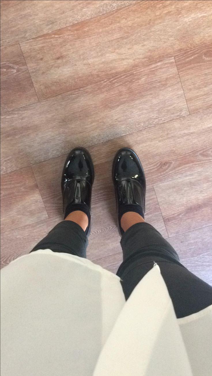 Men style in Milan, 2016 #menstyle #menshoes #milan #pattern #fromwhereistand #ihavethisthingwithfloors #parquet #whiteshirt #blackpants #blackandwhite #picoftheday