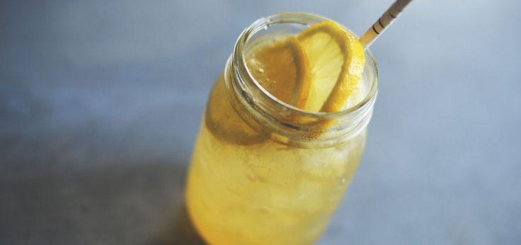 LIMO 5 POUR 1  INGRÉDIENTS  1 oz (30 ml) d'une base de vodka SKYY 1 oz (30 ml) de sirop d'érable 1 oz (30 ml) de jus de citron 1 oz (30 ml) de jus de pêche 1 oz (30 ml) de limonade du marché