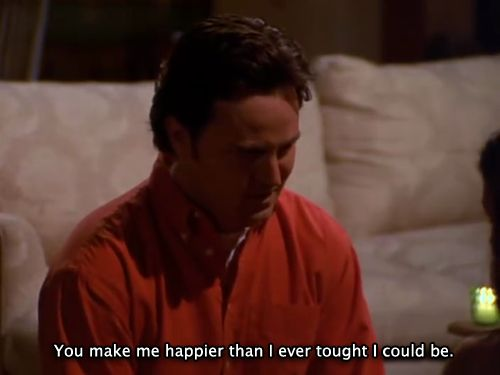 """Chandler Bing (Matthew Perry) nell'episodio 6x25 (The One With The Proposal (2)) di """"Friends""""."""