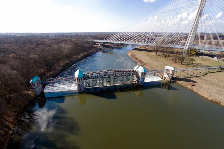 Jaz Rędzin – jaz położony we Wrocławiu na rzece Odra, w ramach Wrocławskiego Węzła Wodnego. Jaz ten wchodzi razem ze Śluzami Rędzin w skład Stopnia Wodnego Rędzin – ostatniego stopnia wodnego w obrębie miasta Wrocław, na Odrzańskiej drodze wodnej. — w miejscu: Most Rędziński