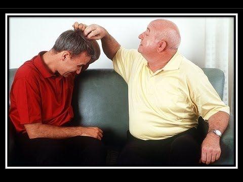 Kreisrunder Haarausfall Behandlung - Vitamine Gegen Haarausfall http://haarausfall-heilung.info-pro.co Bei der diffusen Alopezie werden die Haarwurzeln geschädigt - muere führt zu einem diffusen Haarausfall. Die Ursachen können vielfältig sein. Die sind Wichtigsten: Einnahme von Medikamenten (zB heparina, Zytostatika im   Rahmen einer Chemotherapie) Infektionskrankheiten (zB Tifus , Scharlach , schwere Grippe) Schilddrüsenfunktionsstörungen (zB Schilddrüsenüberfunktion )